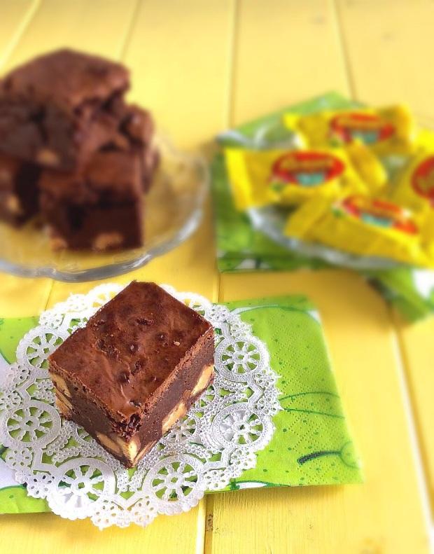 Reese's Cup Brownies- fudgy, thick brownies satisfy every chocolate craving!